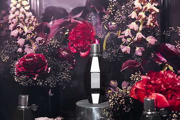 Viktor&Rolf Flowerbomb Midnight immersive installation for BLACK by Matte