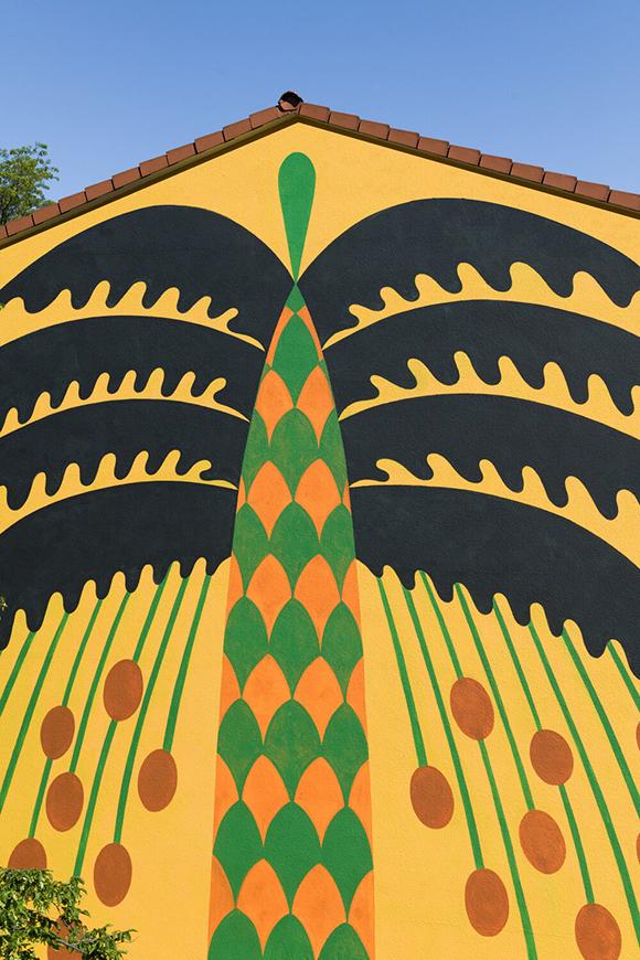 """""""Palmen Am Rhein"""": Agostino Iacurci's larger than life palm tree in Ludwigshafen."""