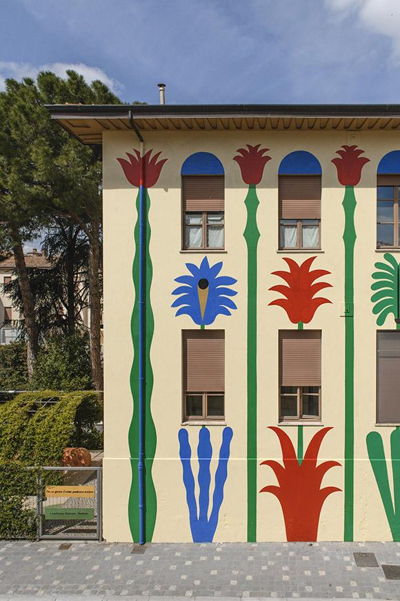 """Disegno d'esame"": Agostino Iacurci's elementary school mural in Romagna, Italy"