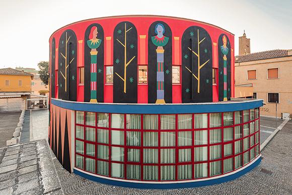"""L'Antiporta"": Agostino Iacurci's new stunning mural"