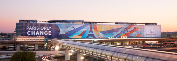 Ray Oranges' maxi-installation at Paris-Orly airport for Groupe ADP