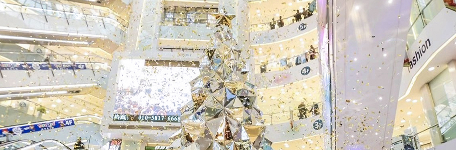 Kaz Shirane revisited the traditional Christmas tree with two mesmerising installations at Beijing APM shopping mall in China